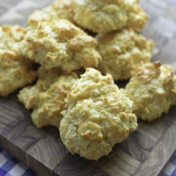 biscuits with cheddar cheese and garlic sauce