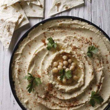 A bowl of garlic hummus.