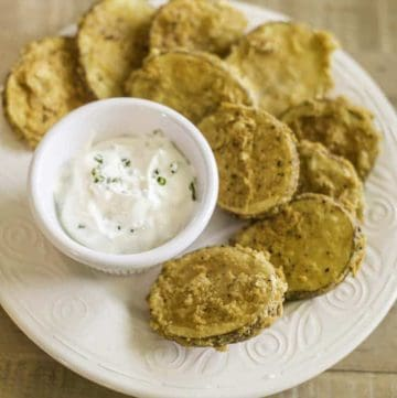 Battered deep fried mojo potatoes served with sour cream and chives.