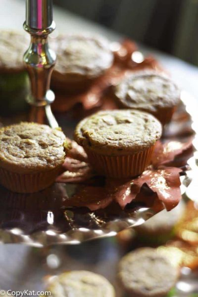 Make these perfect for fall pumpkin spice muffins. These are make with a spice cake mix, and pumpkin pie filling. These muffins stay fresh for day. #muffins #pumpkinspice
