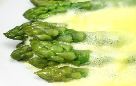 asparagus and hollandaise sauce