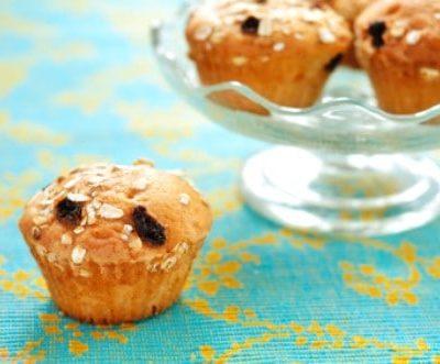 oatmeal and raisin muffins