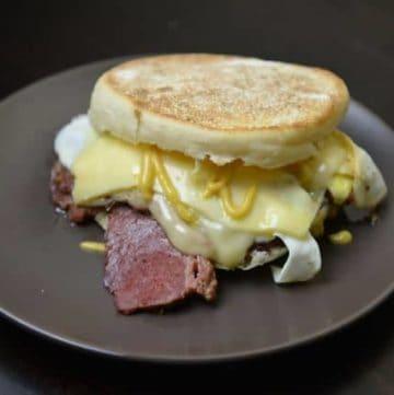 Breakfast sandwich with corned beef