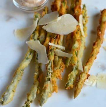 parmesan encrusted asparagus on a plate