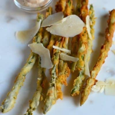 parmesan encrusted asparagus on a plate