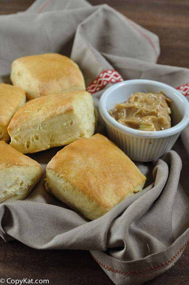 Texas Roadhouse rolls from CopyKat.tom