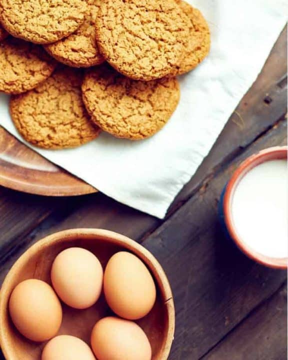ginger snaps cookies and eggs