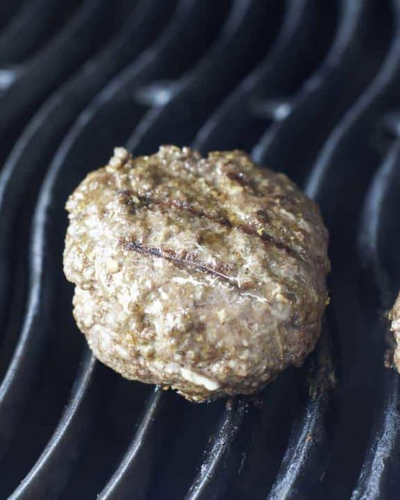 Learn how to make stuffed burgers, this is a new way to join an ordinary hamburger.