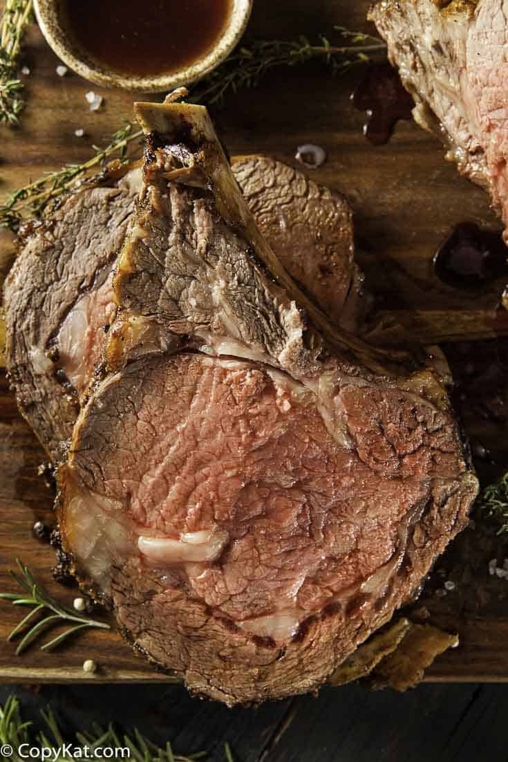 How to make the perfect roast beef in the oven.  Step by Step instructions to make a succulent roast beef in the oven.