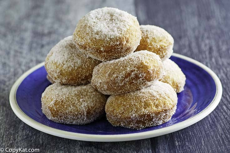 A plate of copycat Chinese Buffet style donuts.
