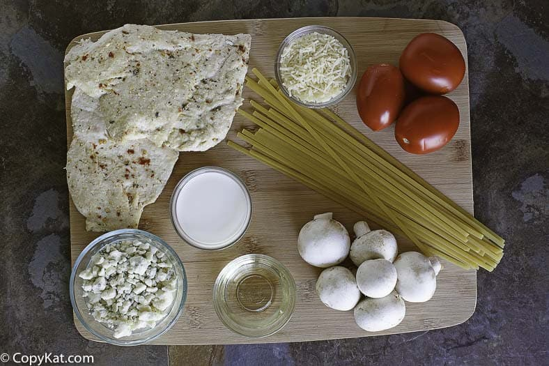Ingredients to make Copycat Johnny Carinos Gorgonzola Chicken