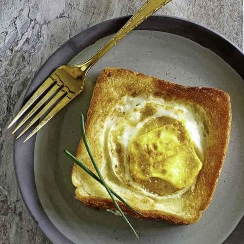 Make you own copycat Cracker Barrel Egg In A Basket at home with this copycat recipe.