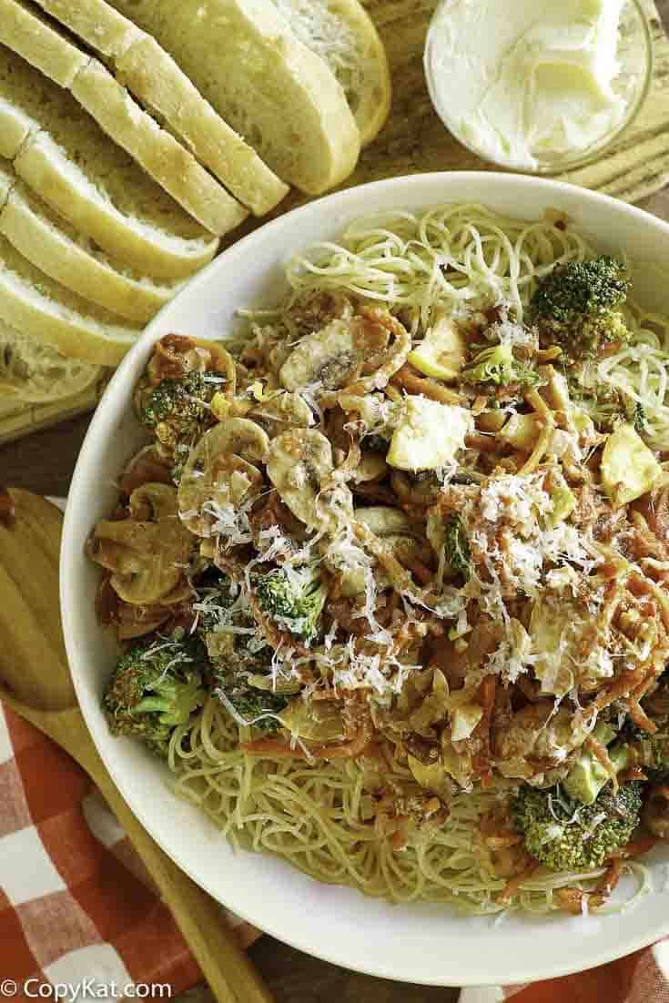 Prepare the famous  Olive Garden's Capellini Primavera at home with this easy pasta recipe.   It's perfect for lunch or dinner.