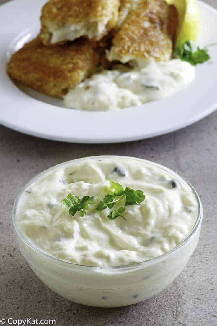 Looking for a new and creamy tartar sauce recipe?  This Easy Homemade Tartar Sauce Recipe has only 5-ingredients and is perfect for dipping or spreading on your sandwich.  You'll never buy tartar sauce again!
