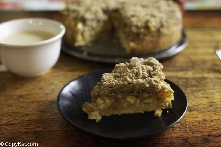 homemade coffee cake with sliced cinnamon apples and a buttery crumb topping