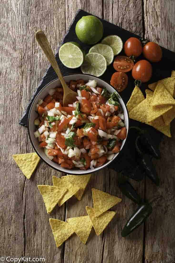fresh pico de gallo, tomatoes, onions, peppers and corn chips