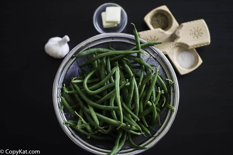 fresh green beans, garlic, butter, salt