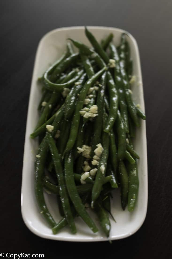 fresh string beans with garlic butter