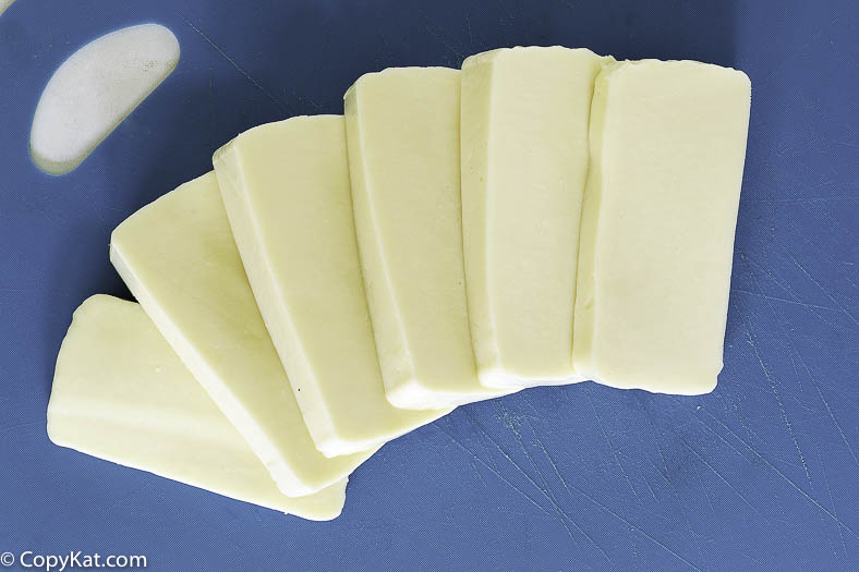 sliced and chilled mozzarella cheese