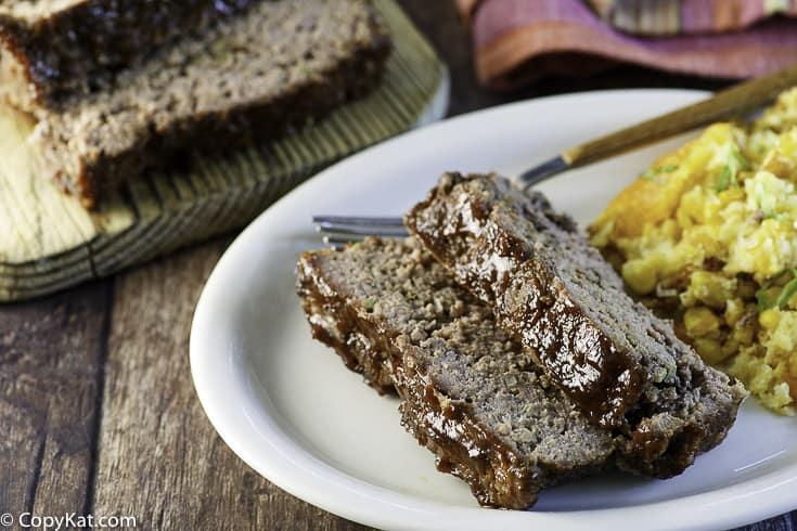 pastel de carne casero en rodajas que sabe a pastel de carne Cracker Barrel