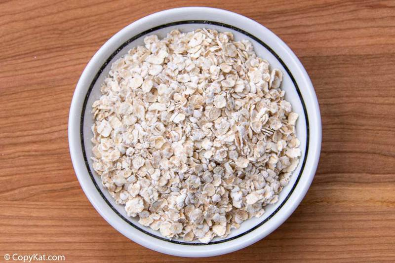 A bowl of uncooked Instant oats