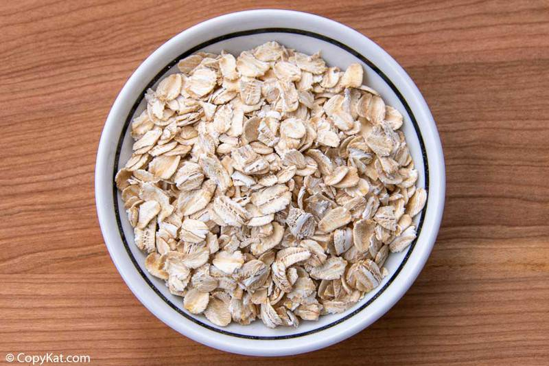 a bowl of uncooked old fashioned oats