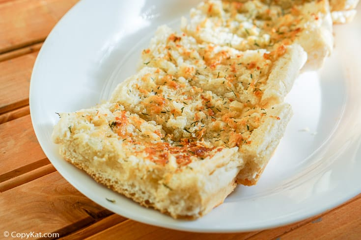 garlic bread slices on a plate