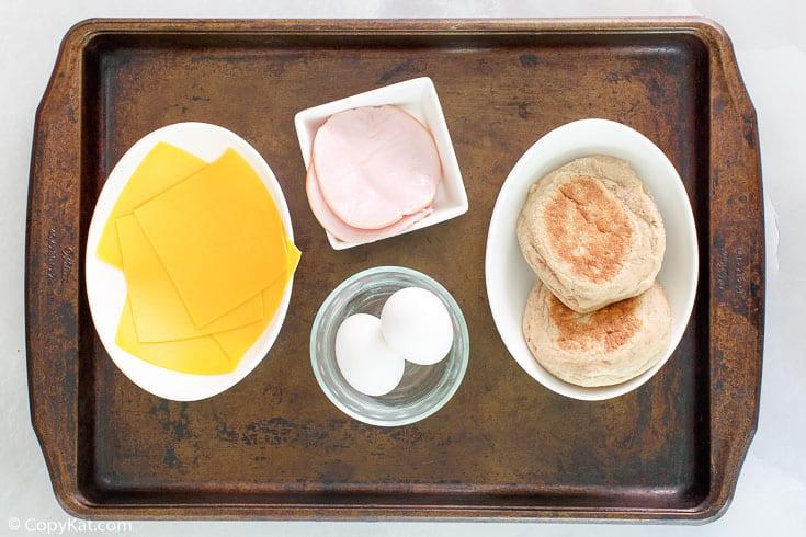 ingredientes de sándwich de desayuno de clara de huevo