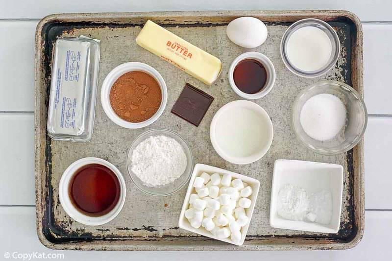 Ingredientes de la torta de Coca Cola con doble chocolate y chocolate Cracker Barrel