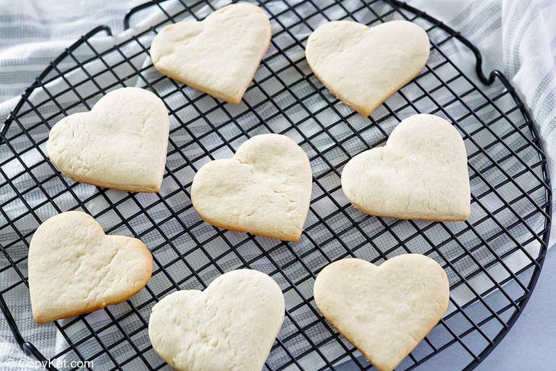 eight cake mix cookies on a cooling rack