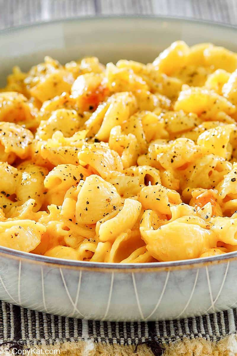 a bowl of macaroni and cheese that was made in an Instant Pot