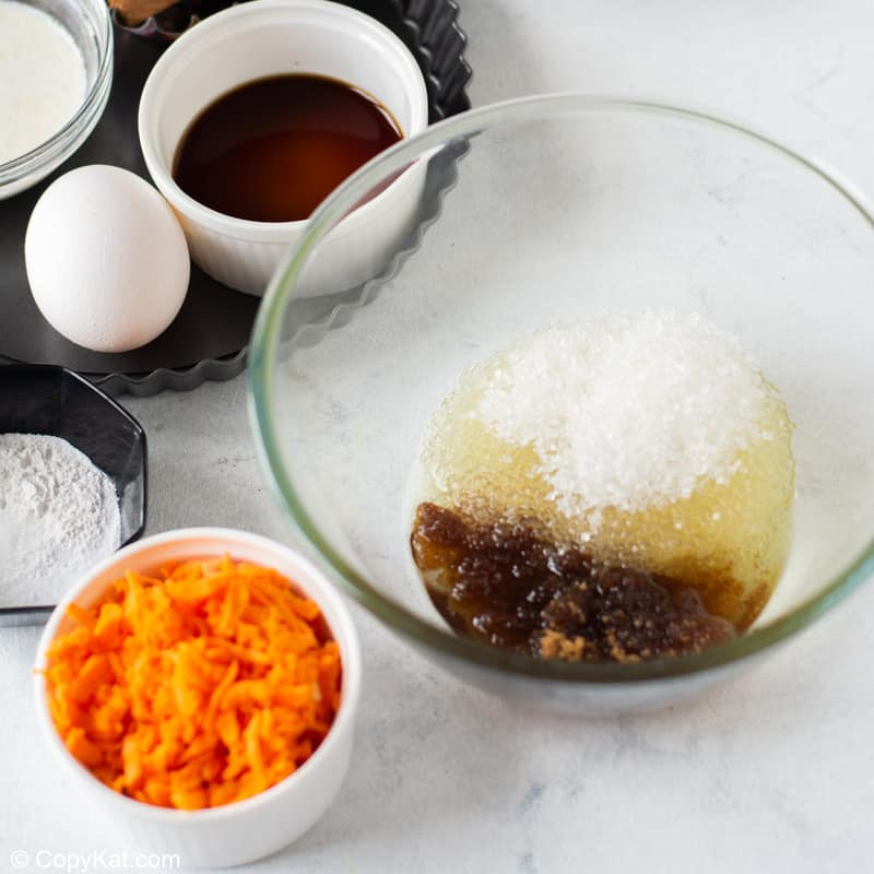 oil and sugar mixture for carrot cake cupcakes