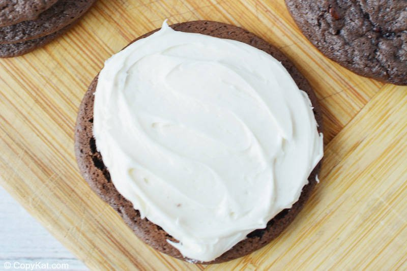 vanilla frosting on a chocolate cookie