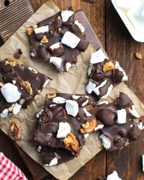 eight pieces of rocky road candy with walnuts