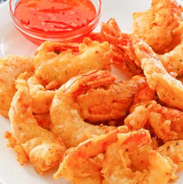 beer battered fried shrimp with dipping sauce
