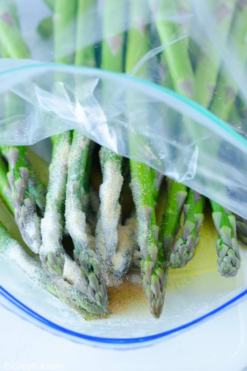 asparagus, olive oil, and seasonings in a zip-top bag
