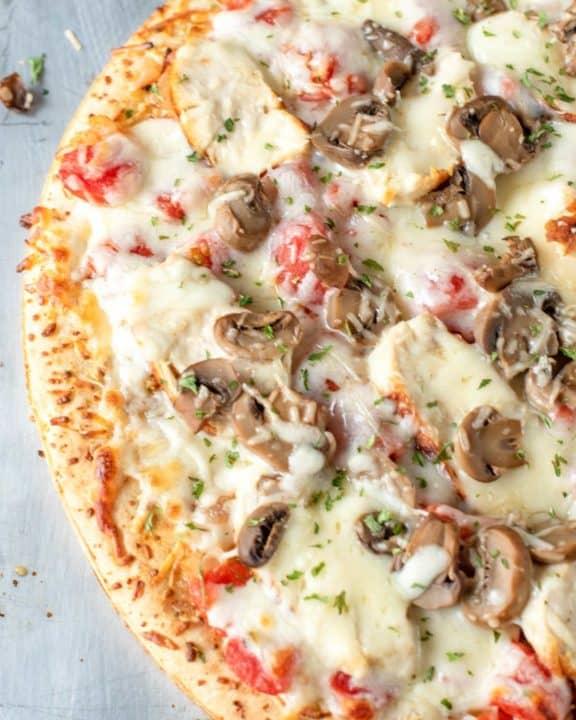 homemade Olive Garden chicken formaggio pizza