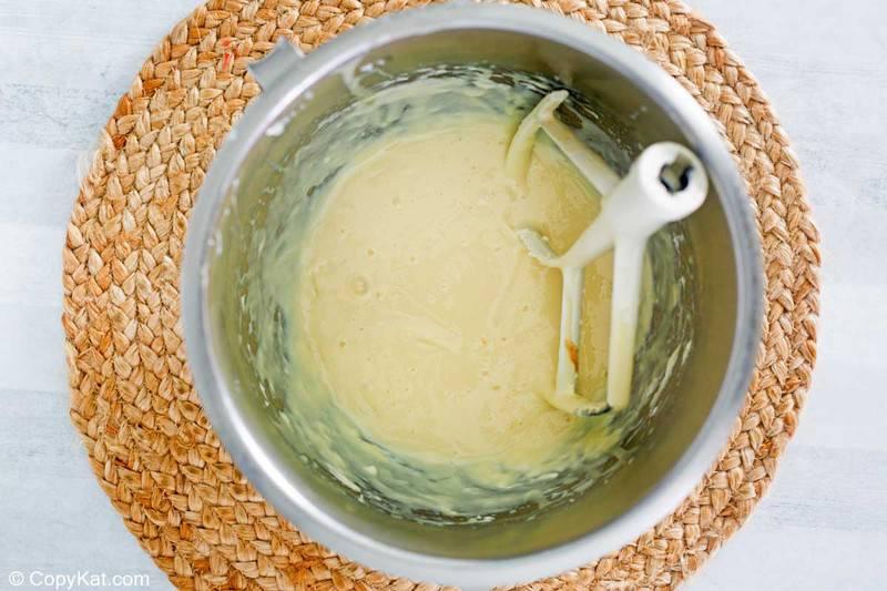Relleno de tarta de lima en un tazón