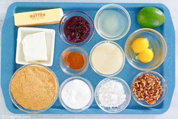 Pastel de lima Pappadeaux con ingredientes de salsa de frambuesa