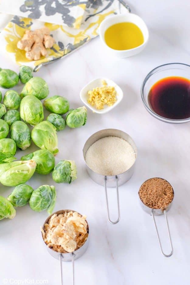 Ingredientes de las coles de Bruselas crujientes de langosta roja