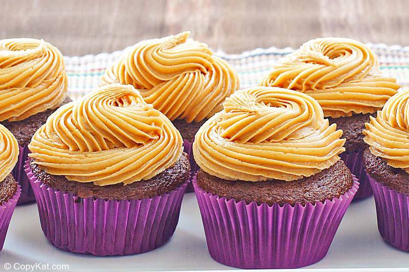peanut butter frosting on cupcakes