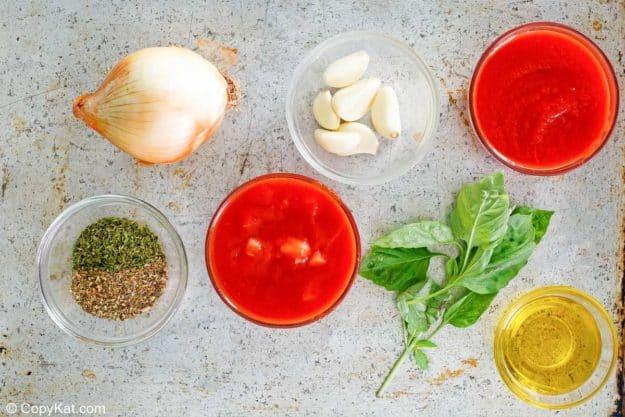 homemade spaghetti sauce ingredients.