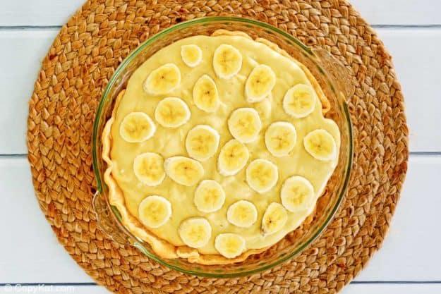 sliced bananas on top of banana cream pie filling