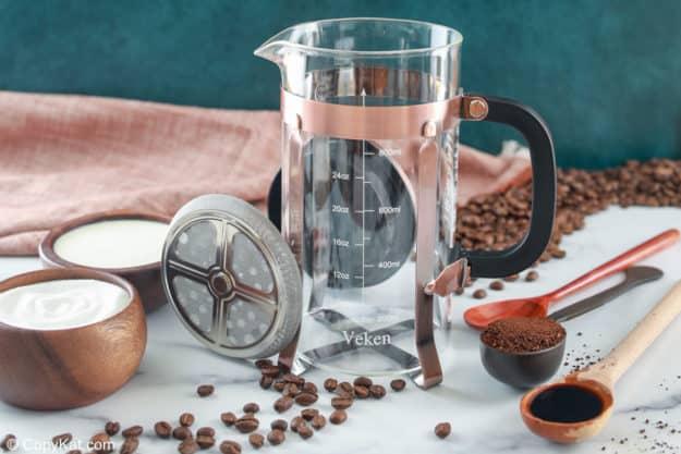 Starbucks vanilla sweet cream cold brew coffee drink ingredients.